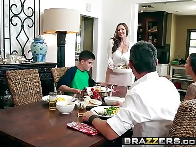 Brazzers - Milfs Like it Big - Kendras Thanksgiving Stuffing scene starring Kendra Lust and Jordi El